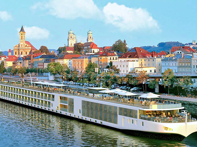 RIVER CRUISING vs OCEAN CRUISING. Which Is Best For You?