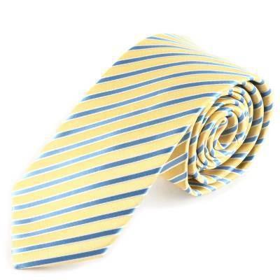 Enroulez vos cravates pour les maintenir propres et prêtes à être portée