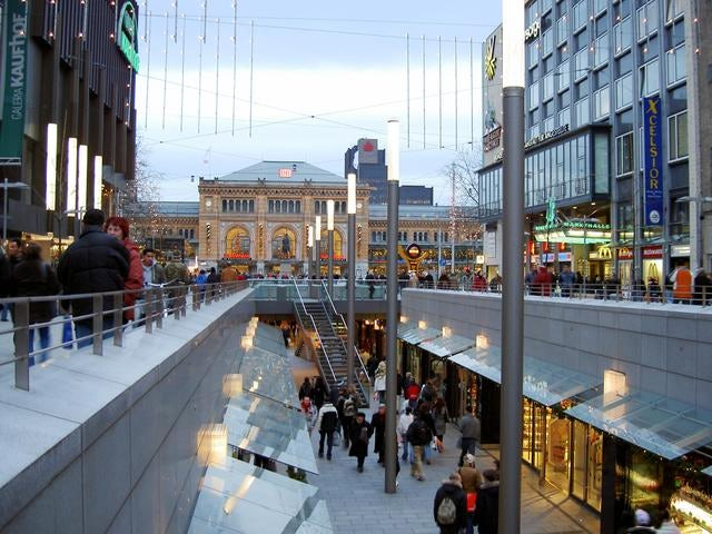 Shop like a tourist in Bahnhofstrasse