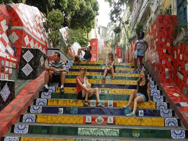 Discover fascinating places on the Historic Walking Tour of Downtown Rio