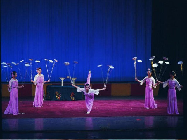 Enjoy a Night Out on a Beijing Acrobat Show & Dinner Night Tour
