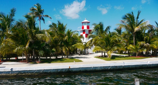Book Your Dream Wedding at Key Largo Lighthouse & Marina