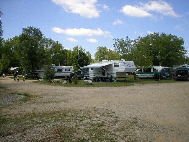 6 Lakes Campground: Family Fun