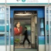 Train_doors_open_at_the_Airport_Station_(Hong_Kong).jpg