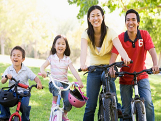Enjoy a Day Bike Riding with the Family on a Kids Bicycle Tour