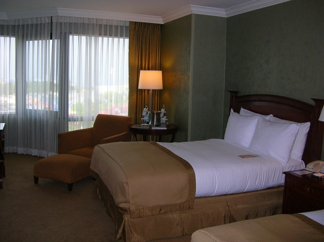 Enjoy a Relaxing Stay at the Hilton St. Louis Airport