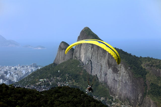 Experience The Excitement Of Hang Gliding in Rio De Janeiro