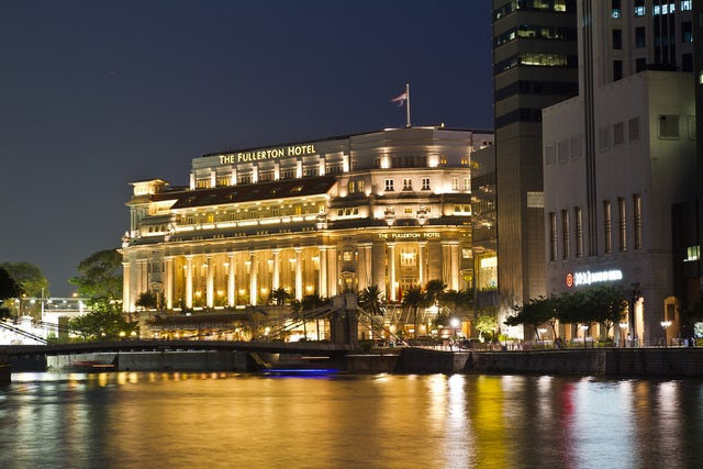 Experience a Life of Luxury at Fullerton Hotel