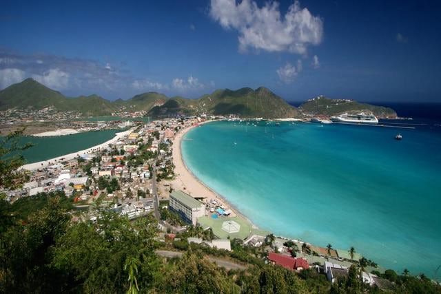 Sunwing Cancels all Flights to St. Maarten until April