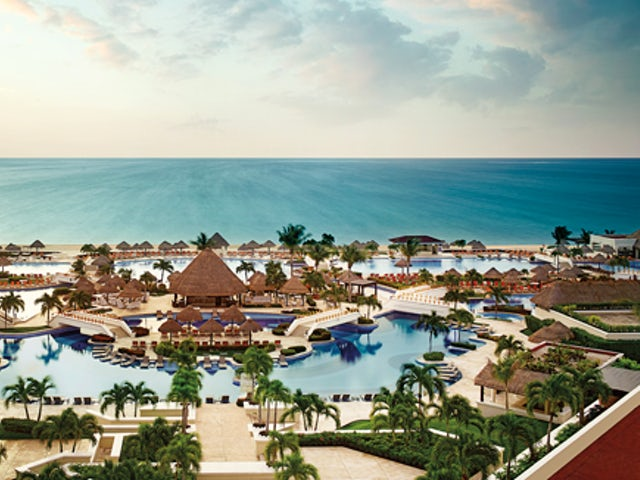 WestJet Vacations - Kids and teens stay free at select Palace Resorts!