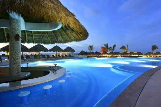iberostar-playa-mita pool bar.jpg