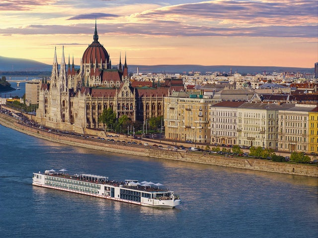 ship_in_Budapest_Sunset.jpg