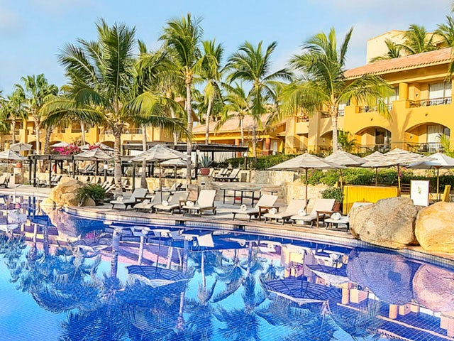Receive $50 resort credit per day with WestJet Vacations