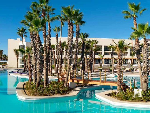WestJet Vacations - Kids stay free at Paradisus Los Cabos!