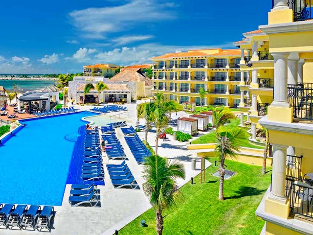 WestJet Vacations - Receive a $600 Mega Pass in Riviera Maya!