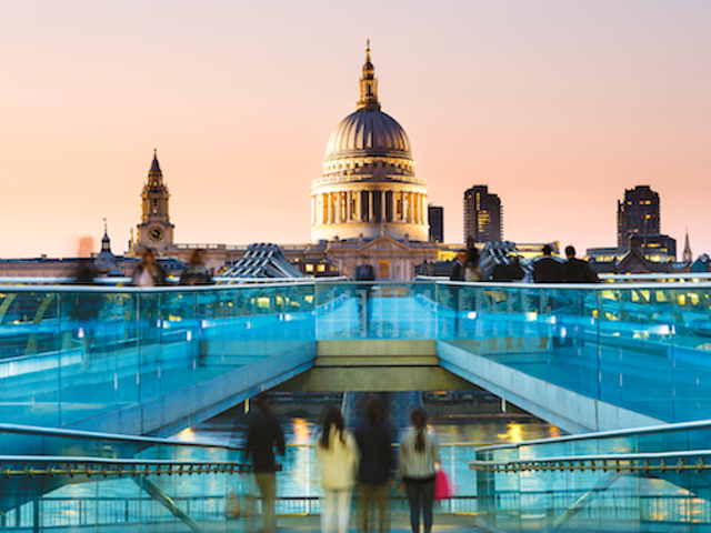 Embrace the Sights of Classic London with Air Canada Vacations