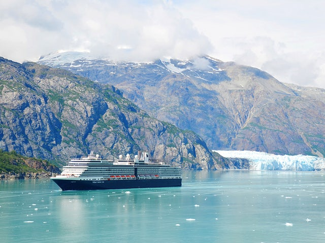 Holland America Line's Early Booking Bonus Encourages Cruisers to Make Their 2020-2021 Vacation Plans with Four Enticing Perks