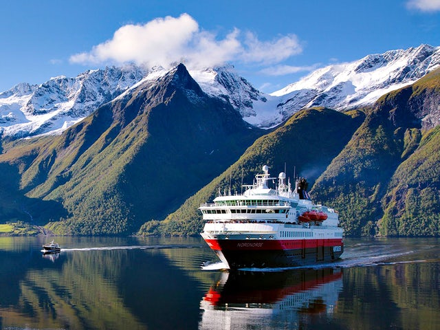 Discover Norway with Hurtigruten