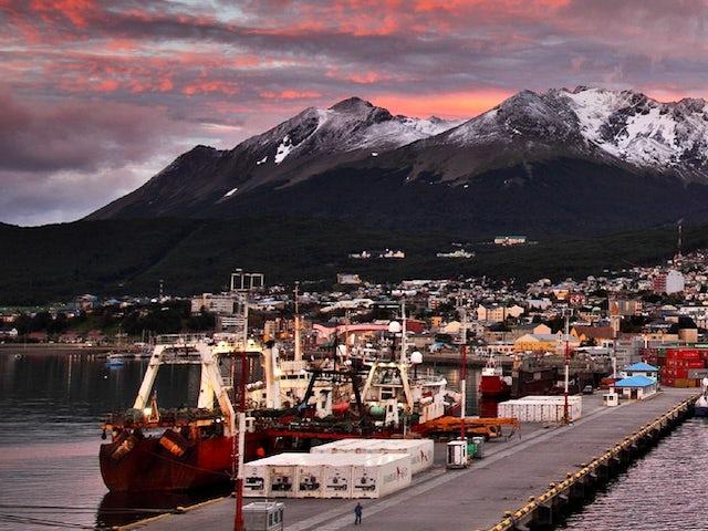 Antarctica Peninsula Cruise Land of Penguins and Icebergs Superior Suite Summer 2019